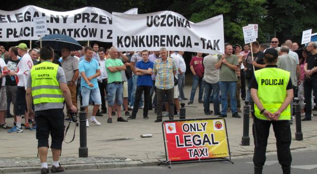 Taksówkarze znów szykują protest przeciwko Uberowi