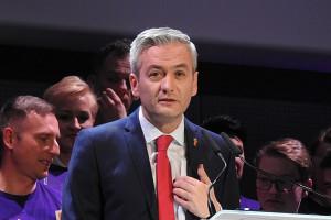 Biedroń chce ujawnić wynagrodzenia urzędników w całej Polsce