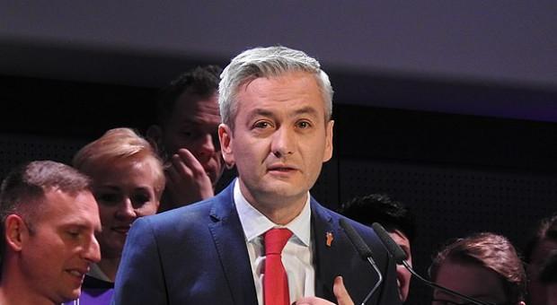 Robert Biedroń rusza z akcją ujawniania zarobków w sektorze publicznym