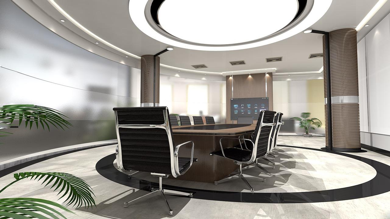 W pomieszczeniach biurowych częściej wybiera się oświetlenie o chłodnej, dziennej barwie, które wspiera koncentrację i nie męczy wzroku. (fot. pixabay.com)