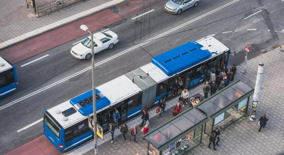 Autonomiczne autobusy na ulicach Szwecji. Kierowcy na razie zostają na pokładzie