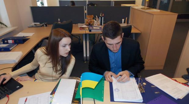 Ukraińcy chcą pracować w Polsce. Potrzebują jednak zachęt