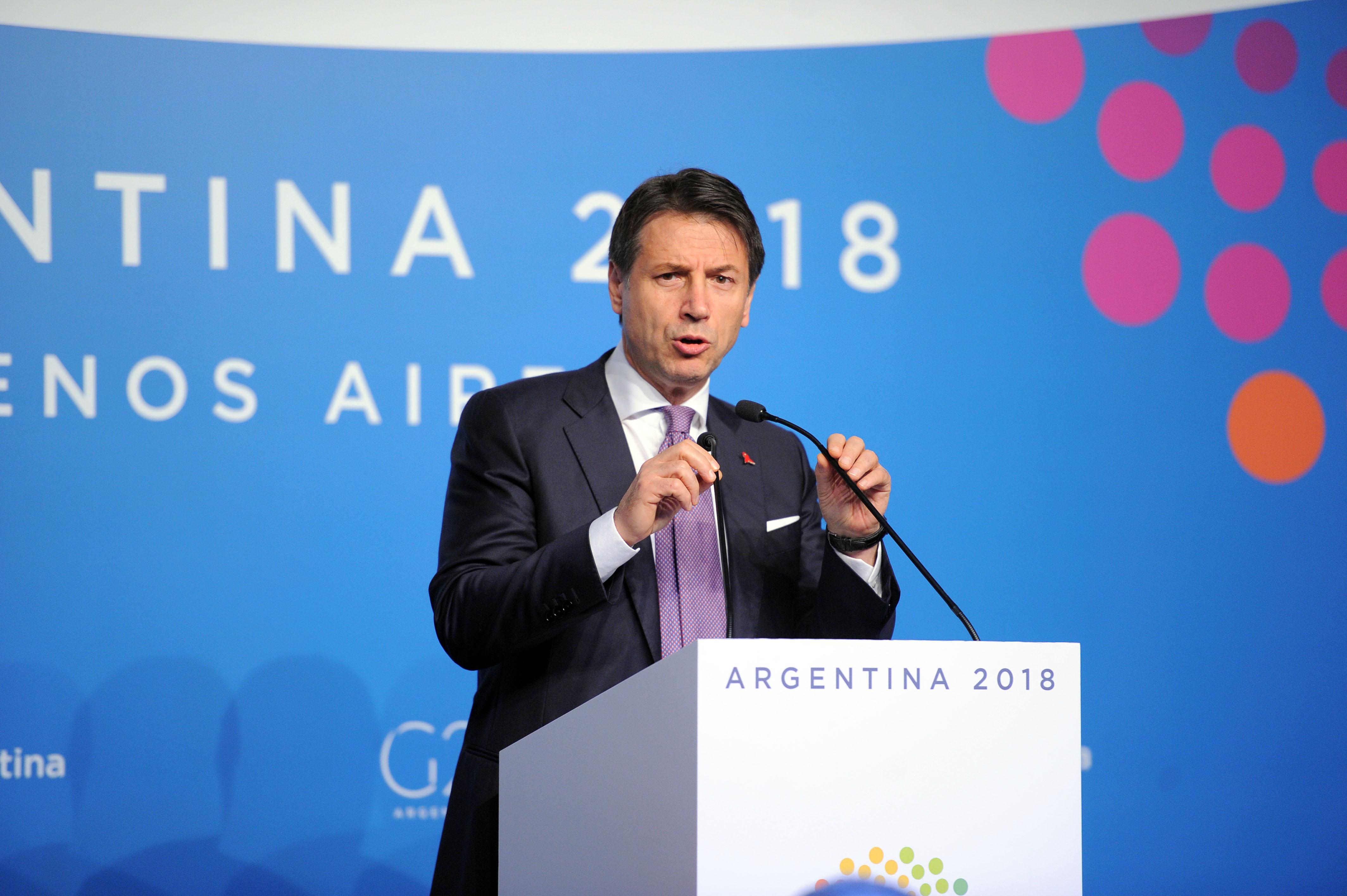 Premier Włoch Giuseppe Conte w Argentynie w czasie spotkania międzynarodowego G20. Jego rząd właśnie rozpoczyna wdrażanie tzw. dochodu obywatelskiego (fot. G20 Argentina/flickr.com/CC BY 2.0)