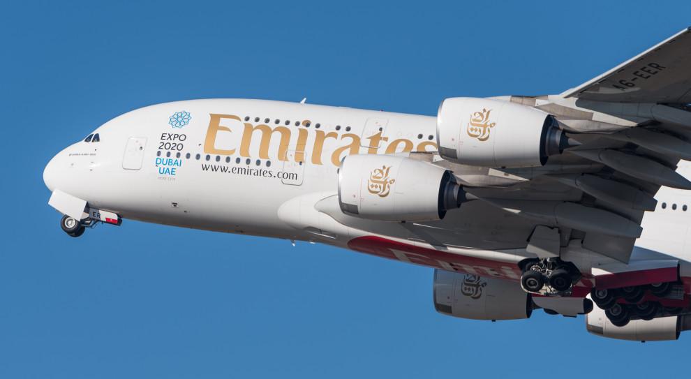 Emirates zawiesza loty, obniża wynagrodzenia, nie zamierza jednak zwalniać