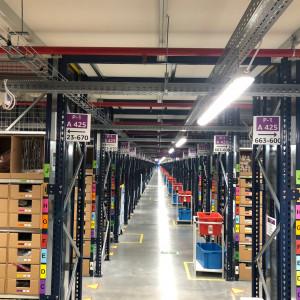 Amazon zatrudnia i podwyższa pensje w Polsce