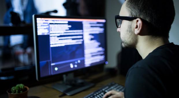 Firmy mają problem z zatrudnianiem specjalistów ds. cyberbezpieczeństwa