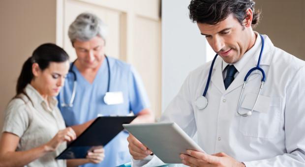 Stawki wynagrodzeń lekarzy idą w górę. Andrzej Jacyna, prezes NFZ: takie działanie ma swoją ujemną stronę