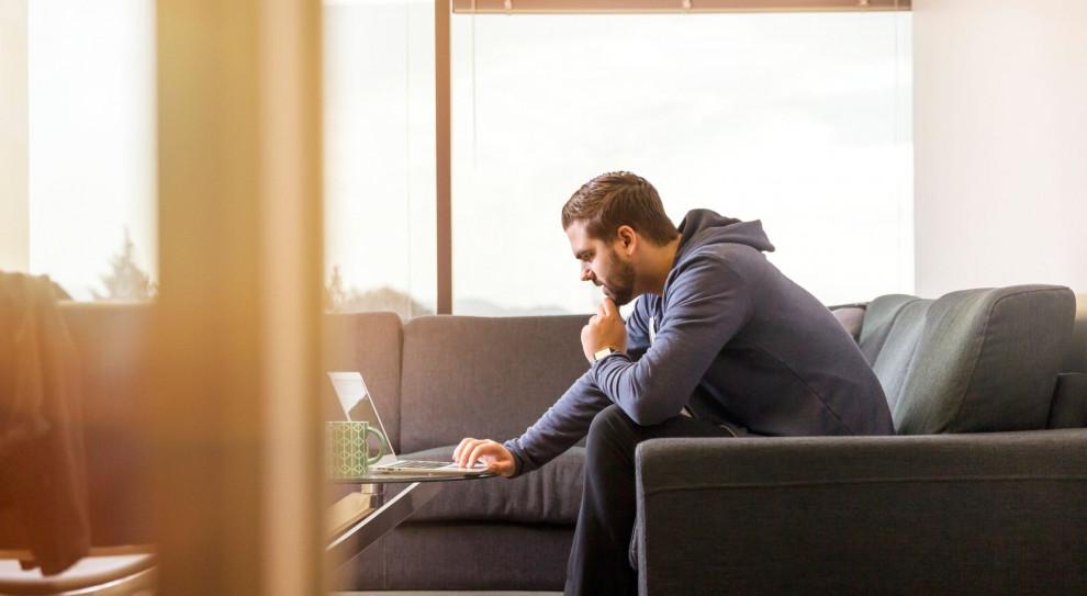 Samozatrudnienie w IT zyskuje na popularności. Przekonują nie tylko wyższe zarobki