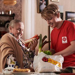 Duża sieć handlowa i Caritas wesprą seniorów