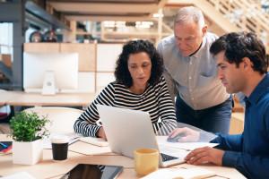 Współpraca międzypokoleniowa wyzwaniem dla HR-u. Jak ją wprowadzić?