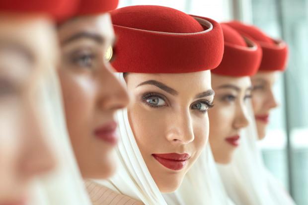 Dubajskie linie lotnicze Emirates rekrutują. Do spełnienia sporo wymagań
