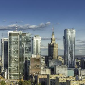 Warszawa błyszczy na tle innych regionów