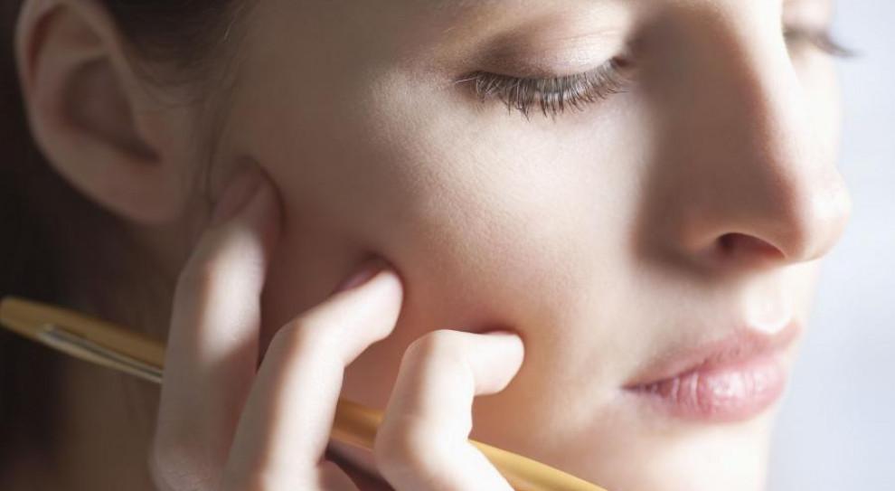 Te nawyki w pracy szkodzą... naszym zębom