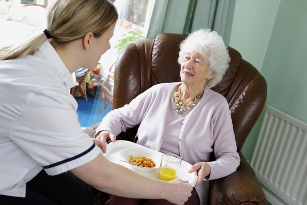 Ukraińcy coraz częściej opiekunami osób starszych w Polsce