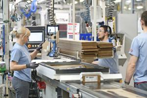 Pracowników odciążą roboty. Firma nie zwalnia, a szuka nowych ludzi