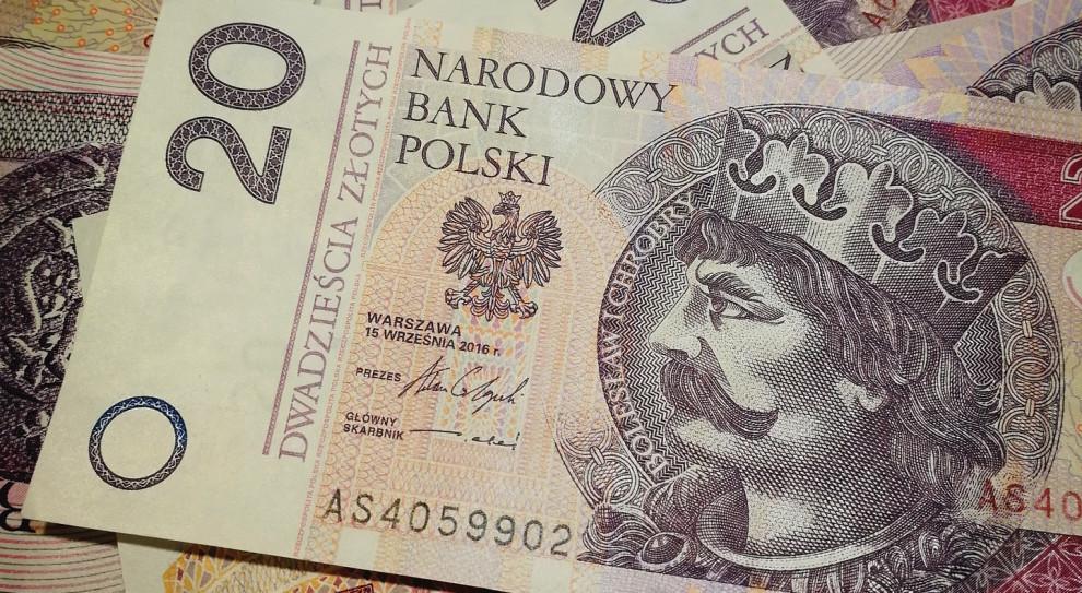 Zarobki idą w górę. Czy to pomoże zwalczyć długi Polaków?