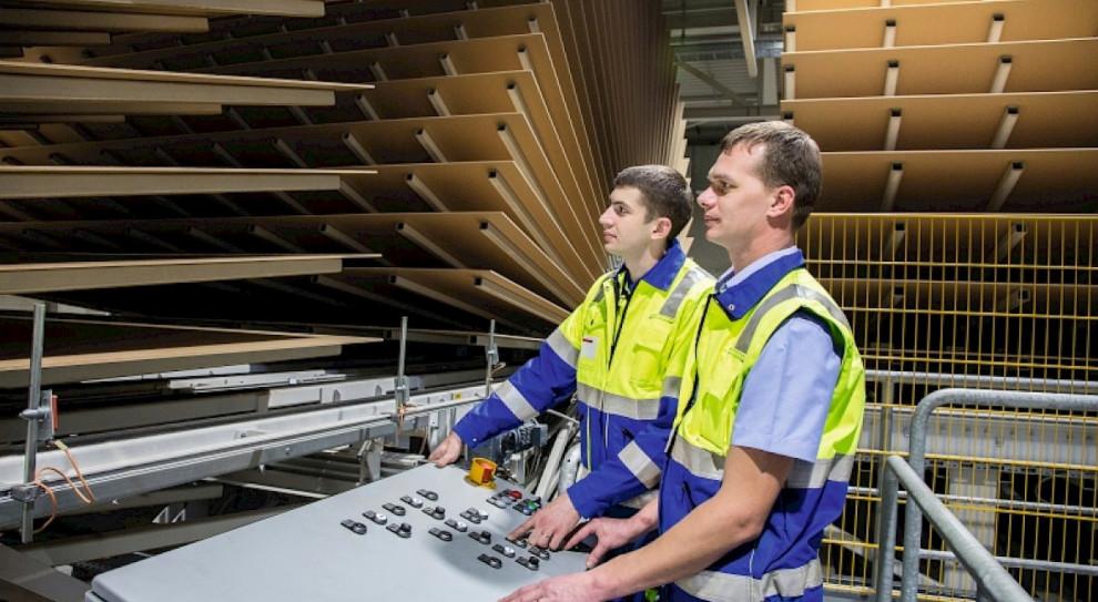 Producent mebli kompletuje zespół pracowników do nowej fabryki