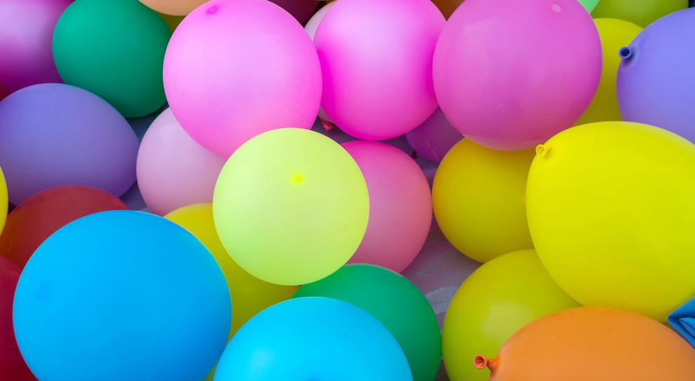 11 bit studios powitało setnego pracownika balonikami