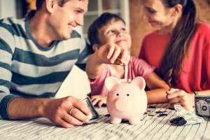 Pieniądze to temat tabu w Polsce. Bank pomaga uczyć dzieci o finansach