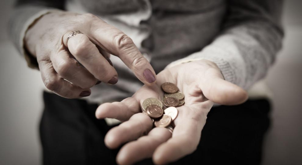 Zbyt niskie dochody zmuszają Polaków do pracy na czarno