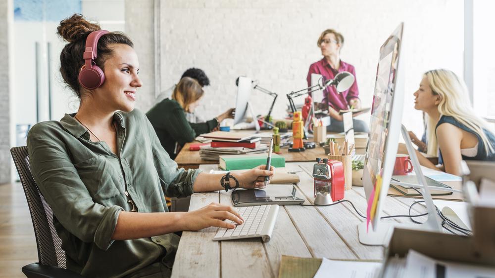Zwinne zarządzanie projektami nadal wygrywa wśród firm związanych z technologiami – to aż 24 proc. (Fot. Shutterstock)