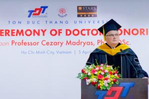 Doktorat z Azji dla polskiego rektora