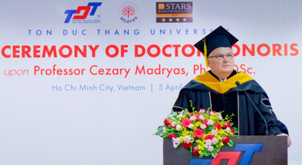 Rektor Politechniki Wrocławskiej prof. Cezary Madryas doktorem honorowym wietnamskiego uniwersytetu