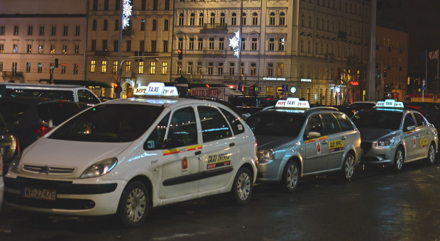 Tysiące taksówkarzy sparaliżują Warszawę. Wyjaśniamy, o co walczą
