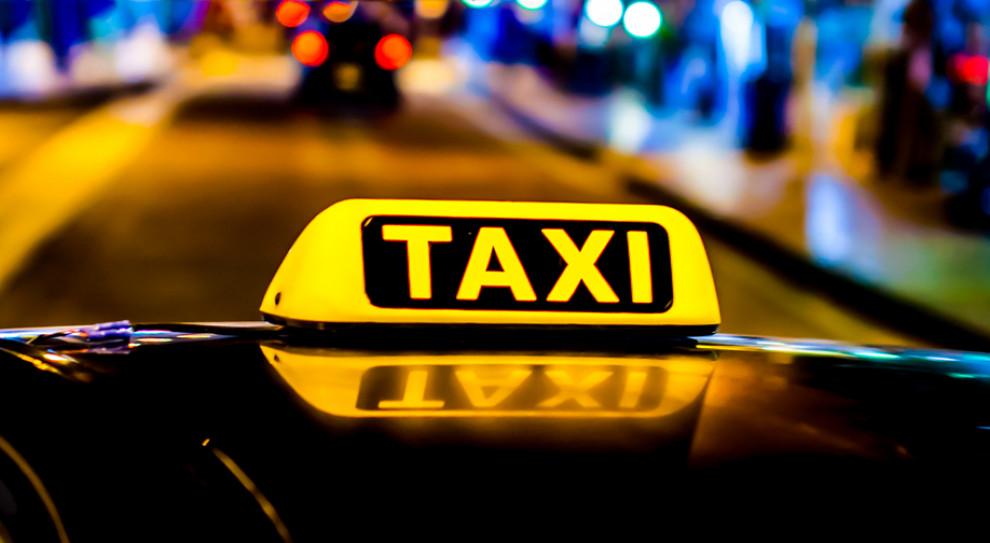 Protest taksówkarzy. Minister Adamczyk zabiera głos