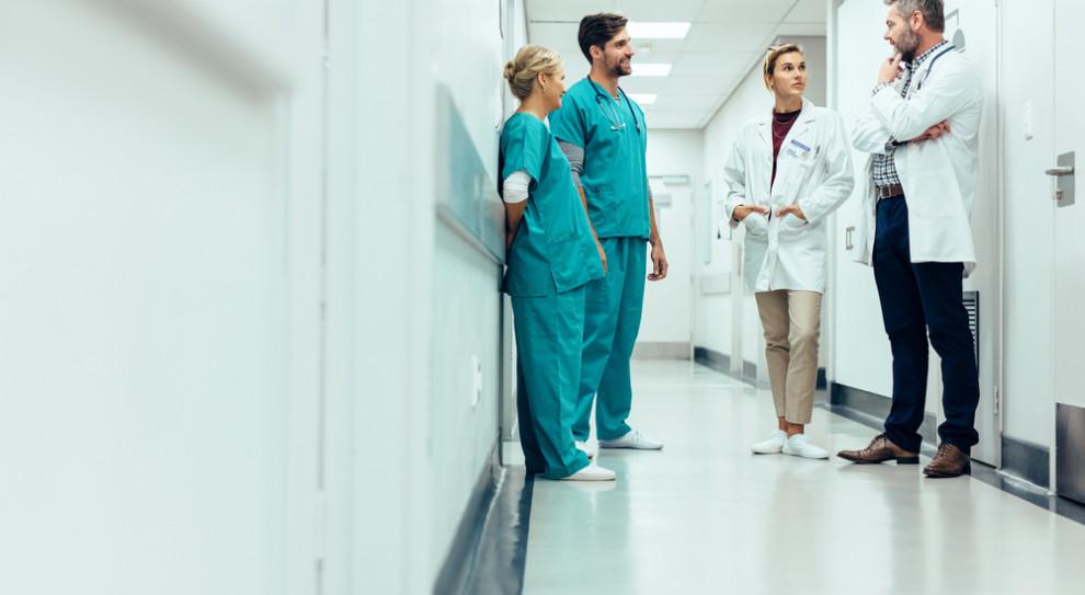 Dotkliwe braki wśród kadry medycznej. Najgorsza sytuacja w szpitalach powiatowych