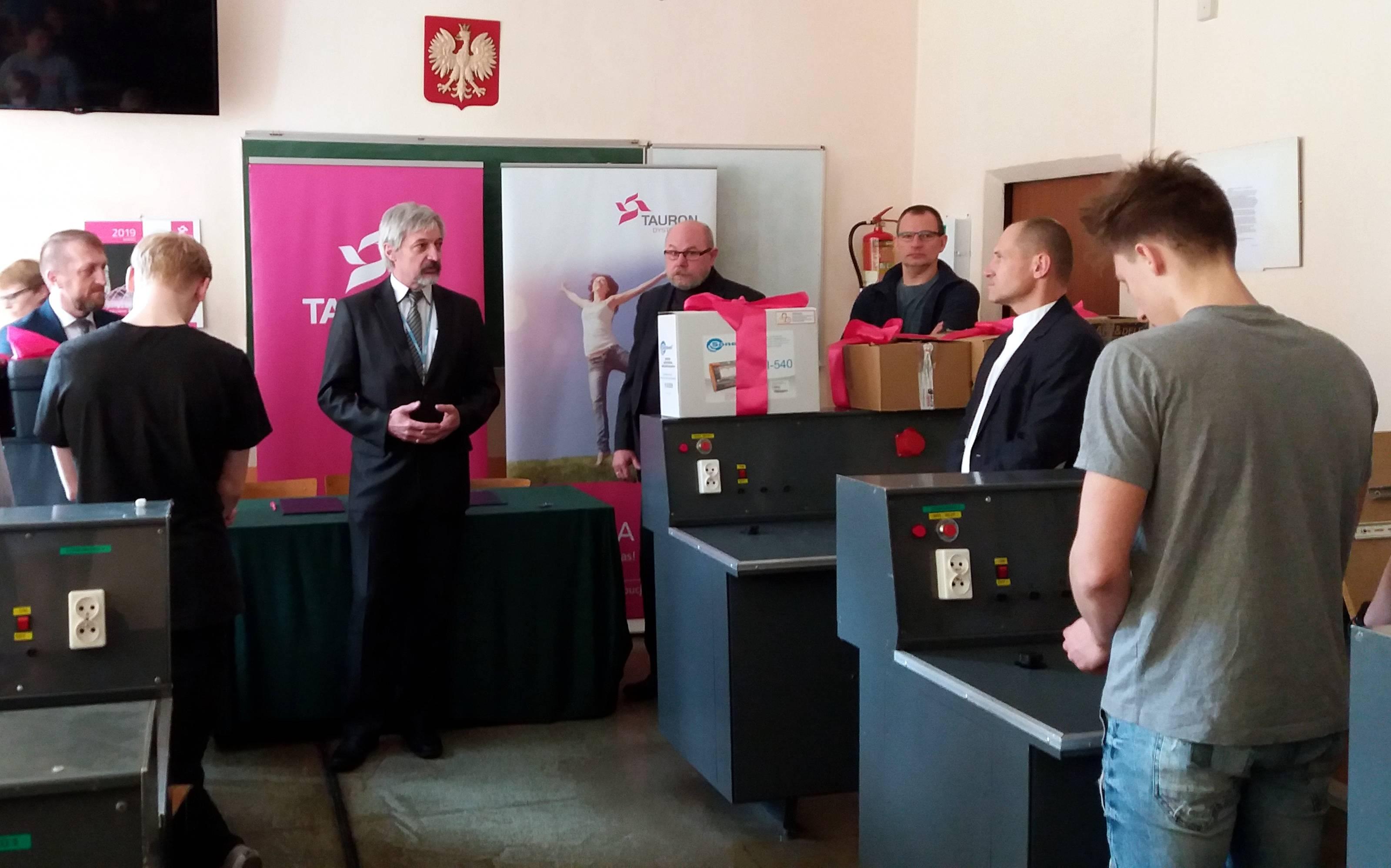 Nowy sprzęt oddany przez Tauron do dyspozycji uczniów w Gliwicach. (fot. Tauron Dystrybucja/materiały prasowe)