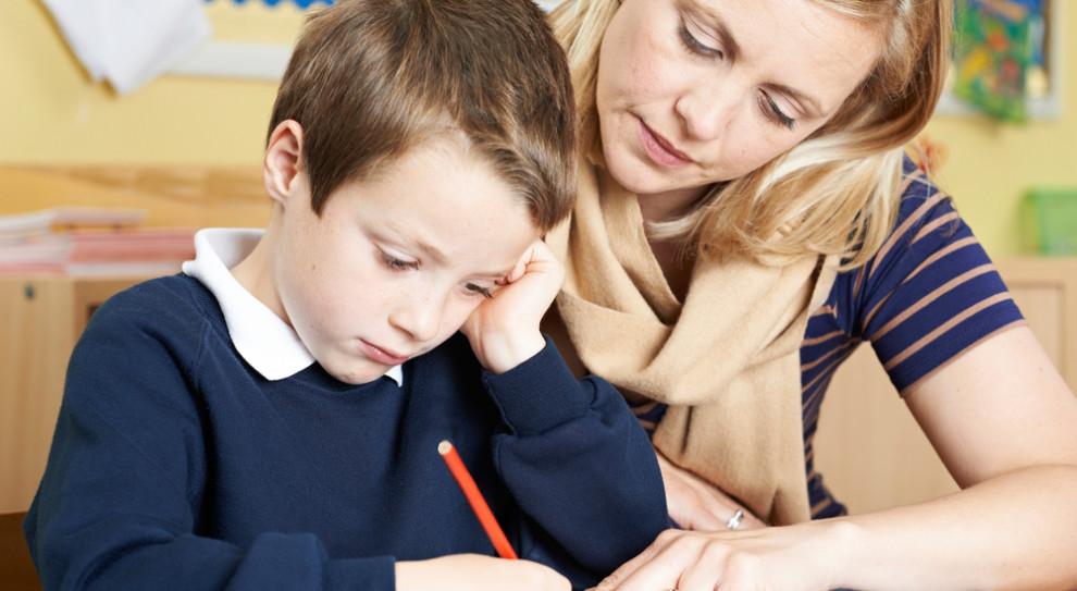 Popołudniowe drzemki służą dzieciom w wieku szkolnym