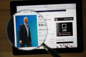 Najbogatszy człowiek świata wzywa do podwyższenia płacy minimalnej