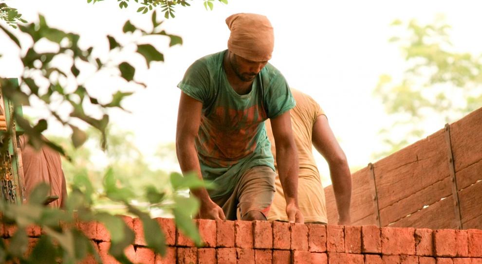 Problem wypadków przy pracy w budownictwie dotyka również obywateli Ukrainy, których coraz częściej można spotkać na polskich budowach (Fot. Pixabay)