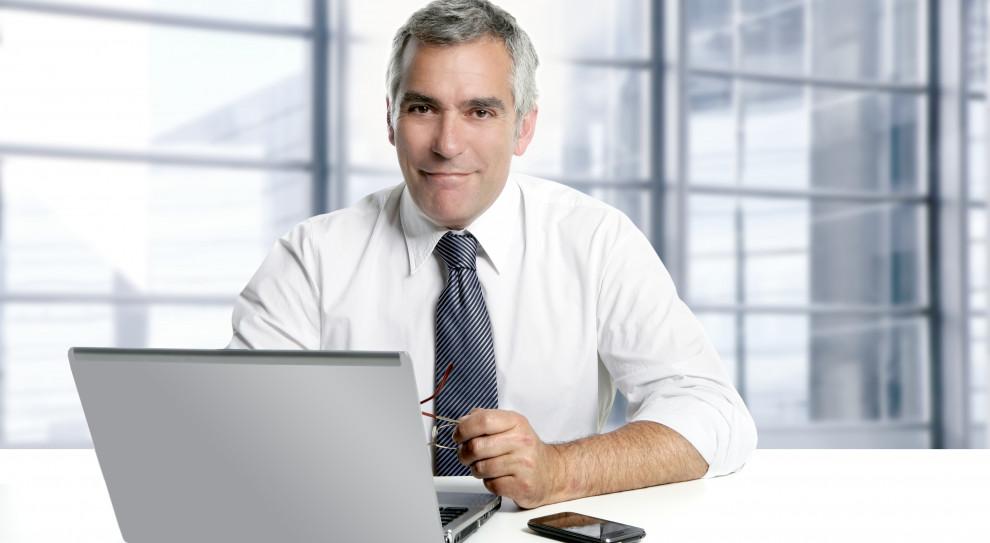 Dlaczego opłaca się zatrudnić osoby 50+? Oto ich największe zalety