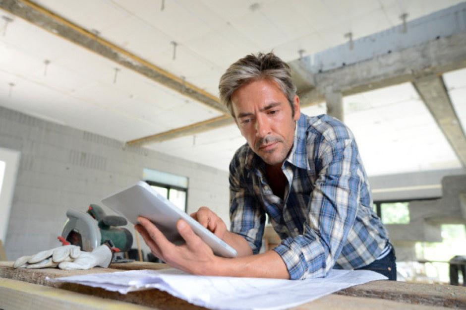 W starszych pokoleniach nikogo nie dziwi praca w jednej firmie lub na jednym stanowisku przez dziesiątki lat (Fot. Fotolia)