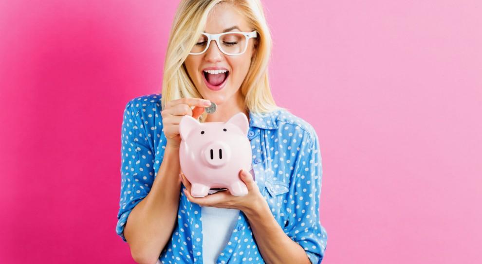 Ponad połowa Polaków wolałaby otrzymać jednorazową podwyżkę niż opłacanie przez pracodawcę części składki na emeryturę. (Fot. Shutterstock)