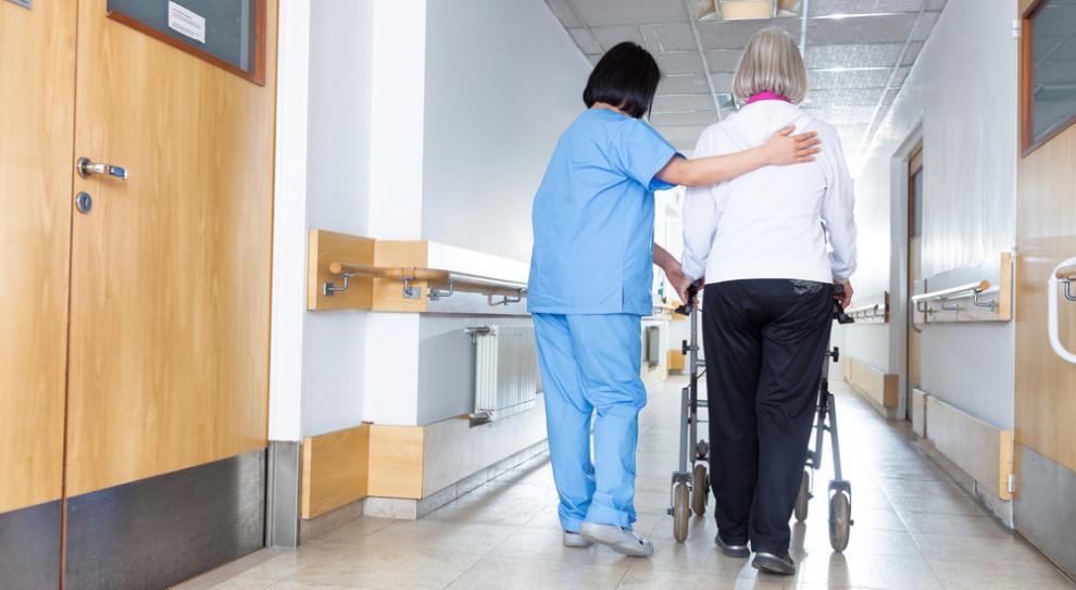 Niefortunny start kampanii promującej zawód pielęgniarki i położnej