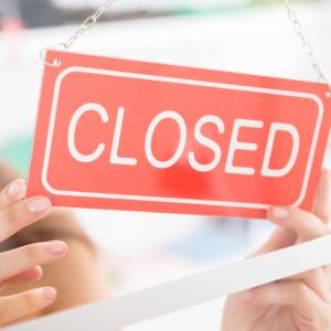 Zakaz handlu. Wicepremier Gowin: za wcześnie na korektę