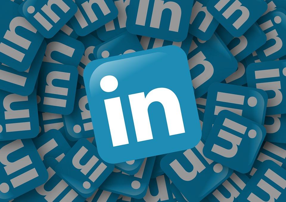 Menedżerowie i specjaliści chętnie zakładają konta w mediach społecznościowych. Inaczej jest w przypadku prezesów. (Fot. Pixabay)