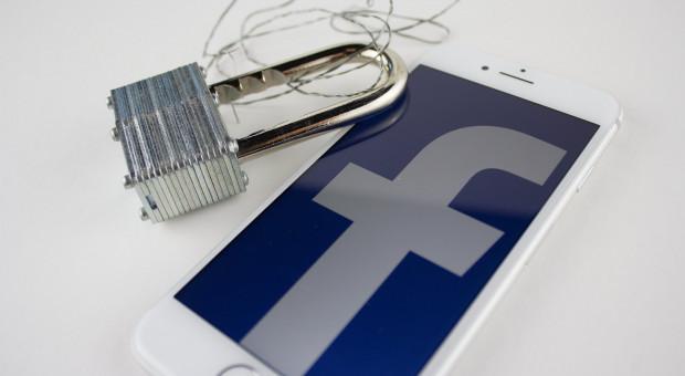 Facebook zatrudnia pracowników do ręcznego klasyfikowania treści