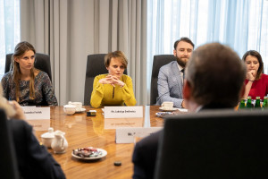 Emilewicz zaprasza Polaków na targi pracy w Londynie