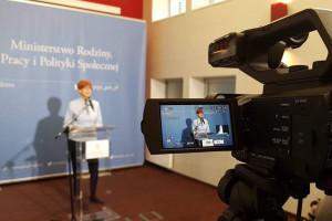 Minister Rafalska broni 500 plus przed krytyką organizacji pozarządowej