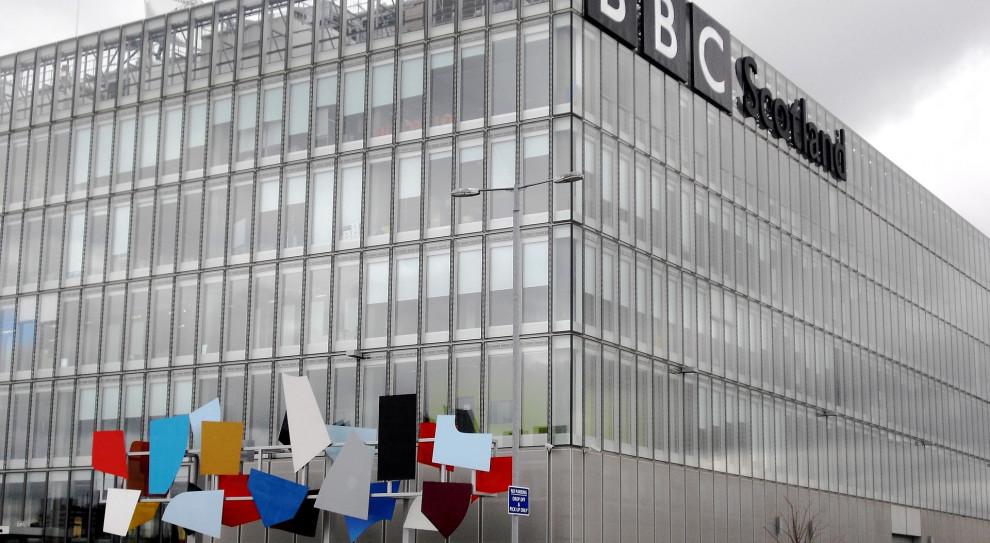 BBC zwolniło dziennikarza za rasistowski żart. W tle nowe dziecko w rodzinie królewskiej