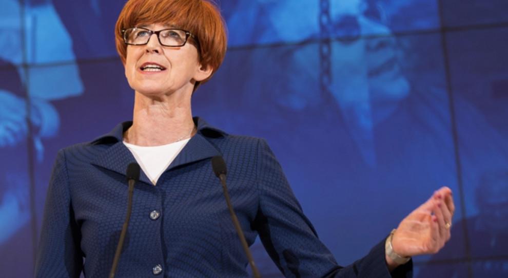 Elżbieta Rafalska: Przejęliśmy przez 8 lat mrożone wynagrodzenia w sferze budżetowej