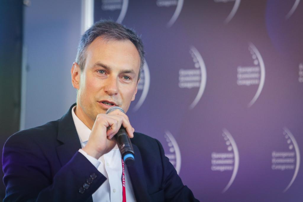 Moderujący sesję Jacek Pawłowski, partner i radca prawny w PwC