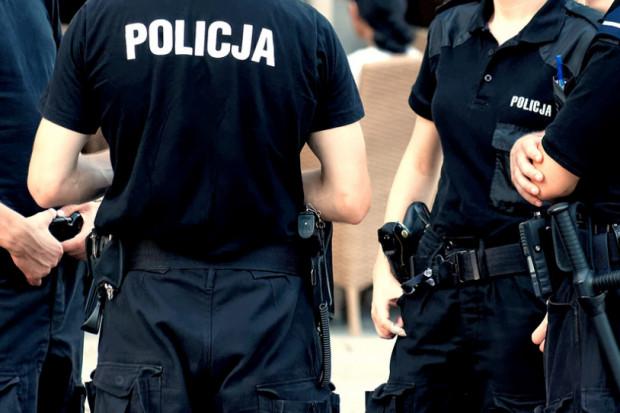 Dwaj policjanci ranieni nożem podczas interwencji