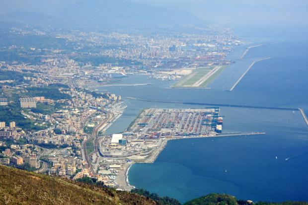 Strajk personelu portowego w Genui. W tle polityka