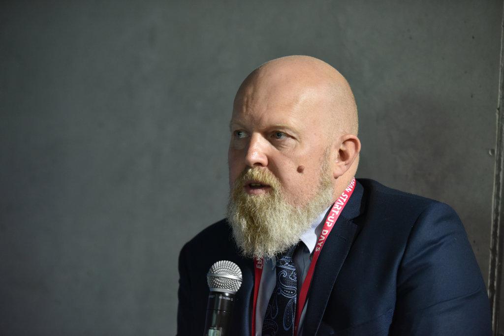 Grzegorz Osiecki, moderator panelu (fot. PTWP)