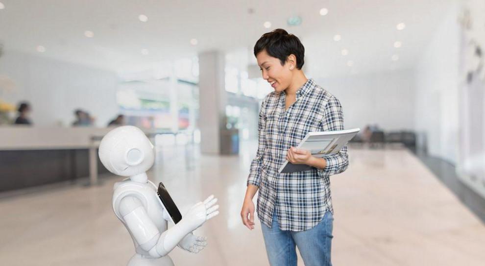 """Japońskie koleje """"zatrudniły"""" humanoidalne roboty"""
